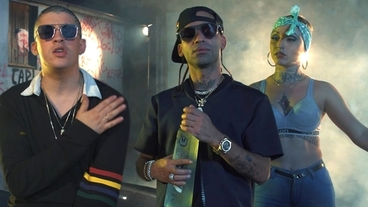 Me Acostumbre (con lyrics) [Official Video] - Arcangel