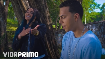 Abrázame Fuerte (Lyrics) [Official Video] - Papi Wilo